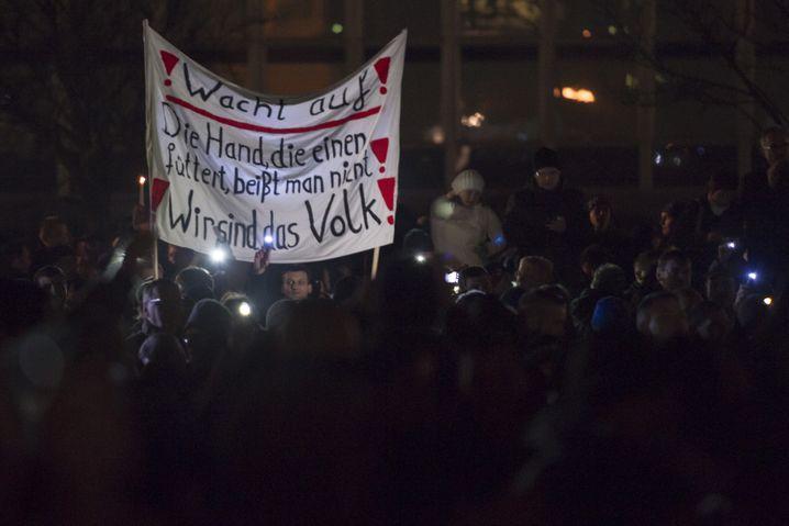 Banner in Dresden: Montagsdemonstranten kapern die Losung von '89