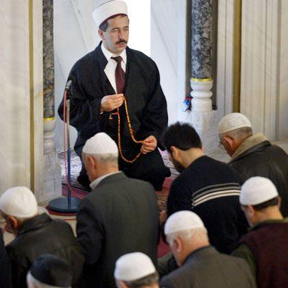 """Imam in Mannheimer Moschee: """"Nicht jeder, der behauptet Geistlicher zu sein, ist auch rechtlich so einer"""""""