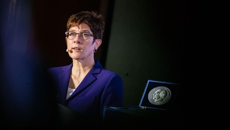 Fordert den Aufbau eines Nationalen Sicherheitsrats: Verteidigungsministerin Kramp-Karrenbauer
