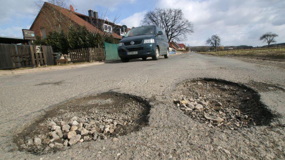 """Schlaglöcher auf einer Straße: """"Die Kommune ist meist auf der sicheren Seite"""""""