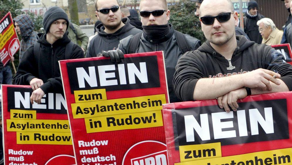 Karlsruhe: NPD rüstet sich für Verbotsverfahren
