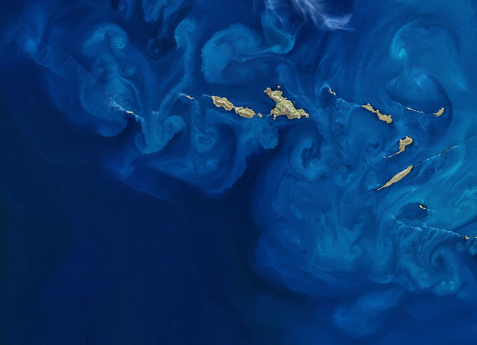 Dynamic mixing and churning of currents around some South Atlantic islands