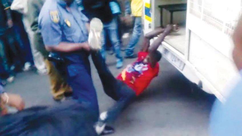 """Polizeigewalt in Südafrika: """"Getötet wie einen Hund"""""""
