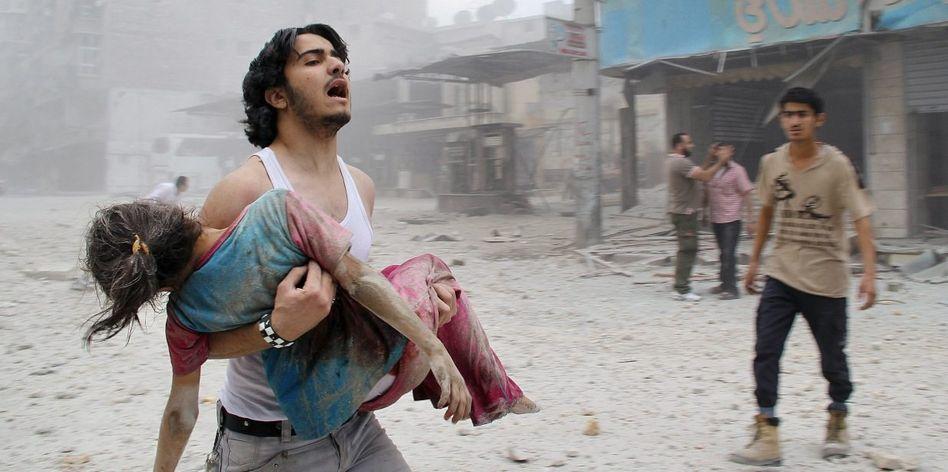 Verwundete nach Fassbombenabwurf in Aleppo »Kriegsverbrechen werden jeden Tag begangen«