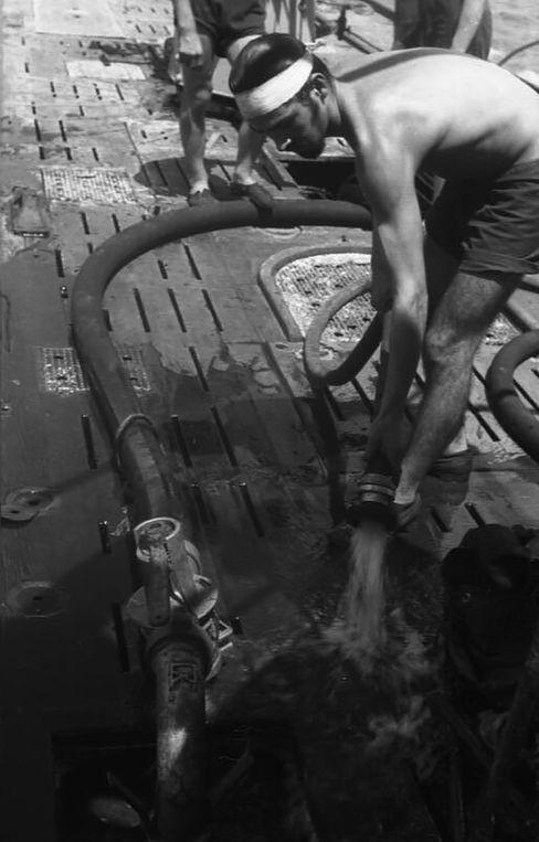 Arbeiten auf dem Deck von »U-154«