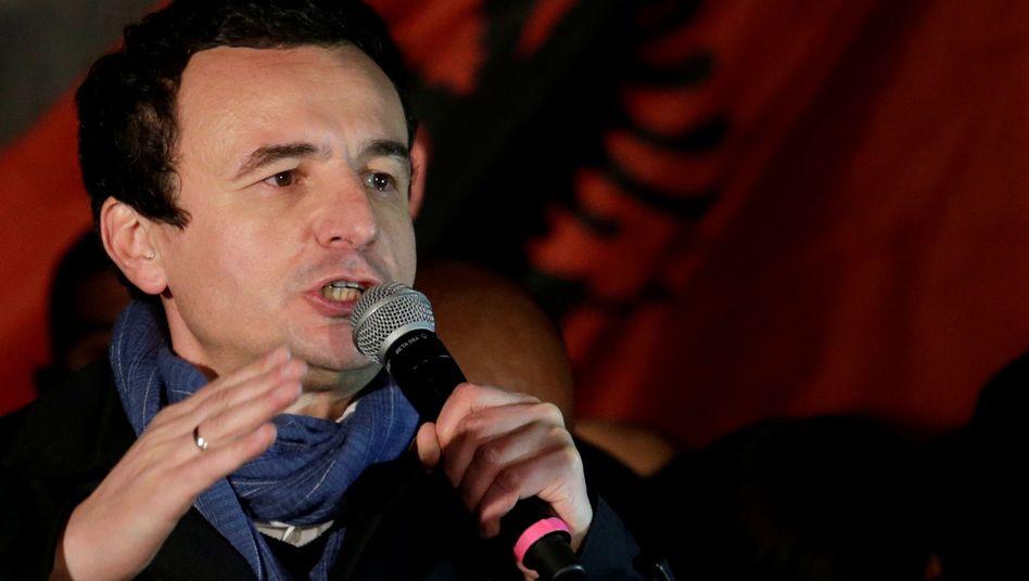 """Albin Kurti spricht zu seinen Anhängern in Pristina: """"Ich bin zu Gesprächen mit Belgrad bereit"""""""