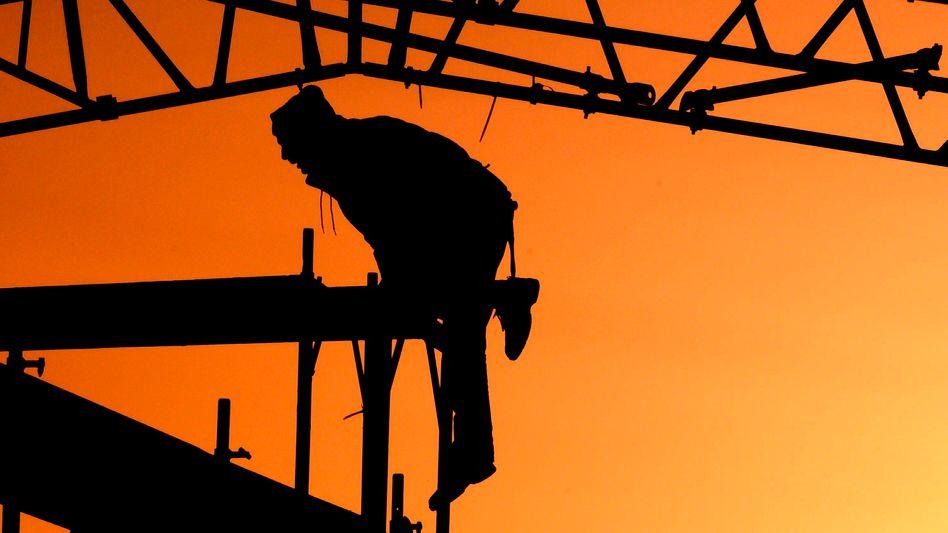 """Handwerker im Sonnenaufgang: """"Profitieren von der guten konjunkturellen Lage"""""""