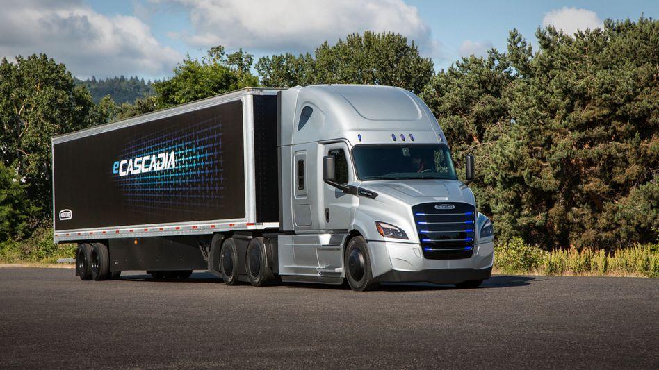 Elektrolastwagen der Marke Freightliner von Daimler