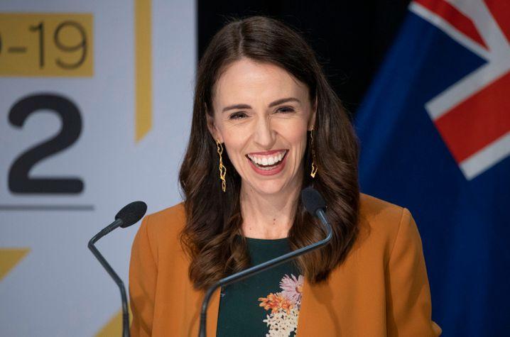 In Neuseeland, das von Jacinda Ardern regiert wird, ist die Übertragung seit hundert Tagen gestoppt