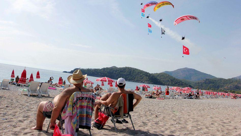 Touristen am türkischen Strand (Archivbild)