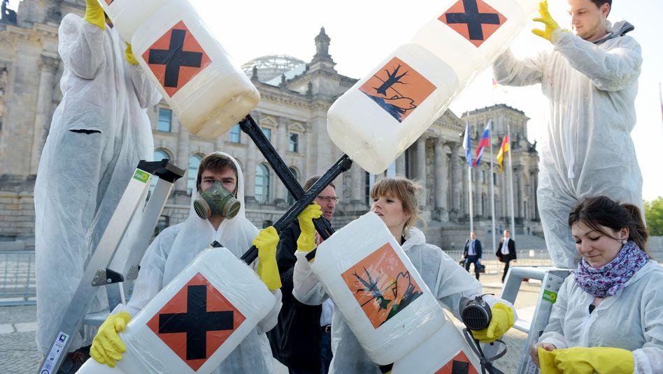 Aktivisten vor dem Bundestag in Berlin