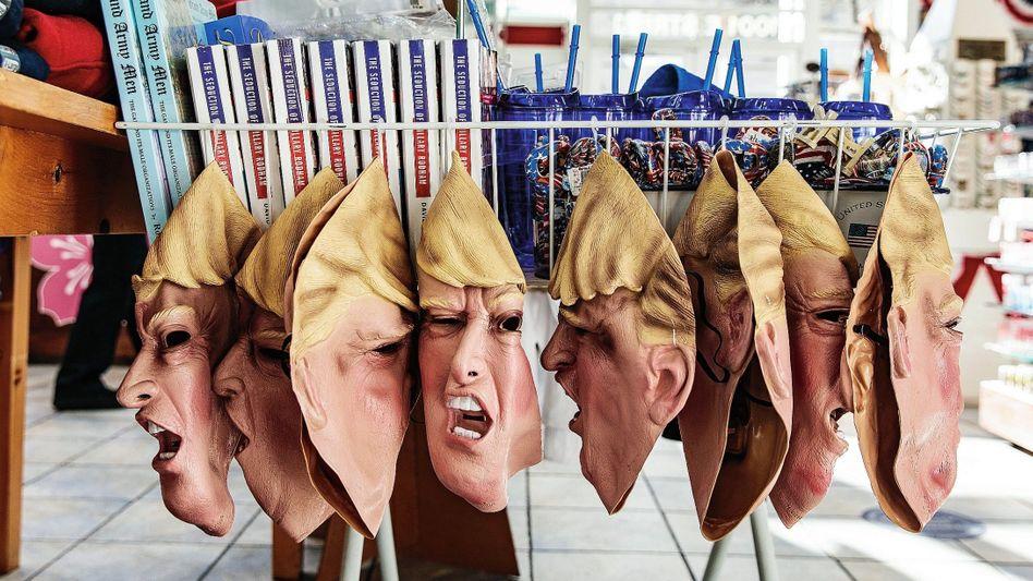 Trump-Masken in einem Geschäft in Washington:Bizarre autoritäre Neigung