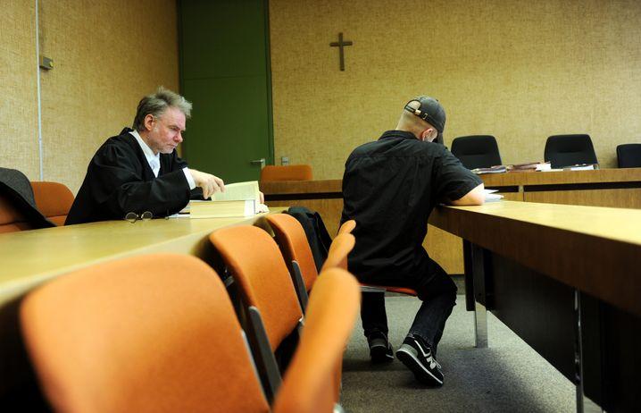 Anwalt André Picker 2013 als Verteidiger des NPD-Kreisvorsitzenden von Murnau: Wie hätte ein gewaltsamer Umsturz der Angeklagten vonstattengehen sollen?