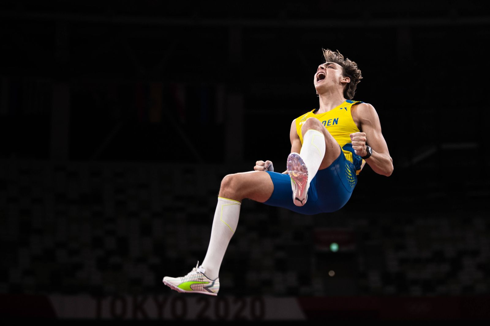 """210803 Armand Duplantis of Sweden celebrates when competing in men""""!s pole vault final during day 11 of the Tokyo 2020 O"""