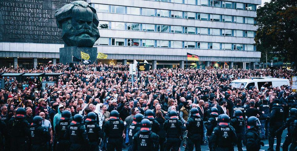 """Pro Chemnitz""-Demonstranten im August 2018"