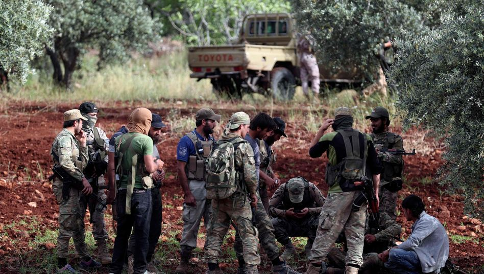 Syrische Rebellentruppen in der syrischen Region Hama