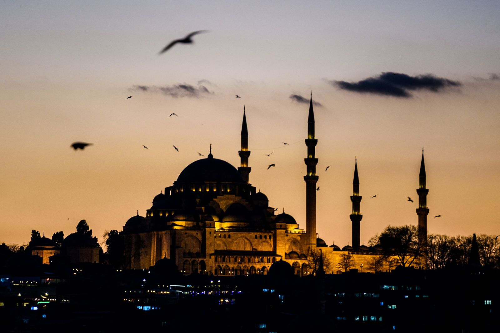 TOPSHOT-TURKEY-BLAST-TOURISM