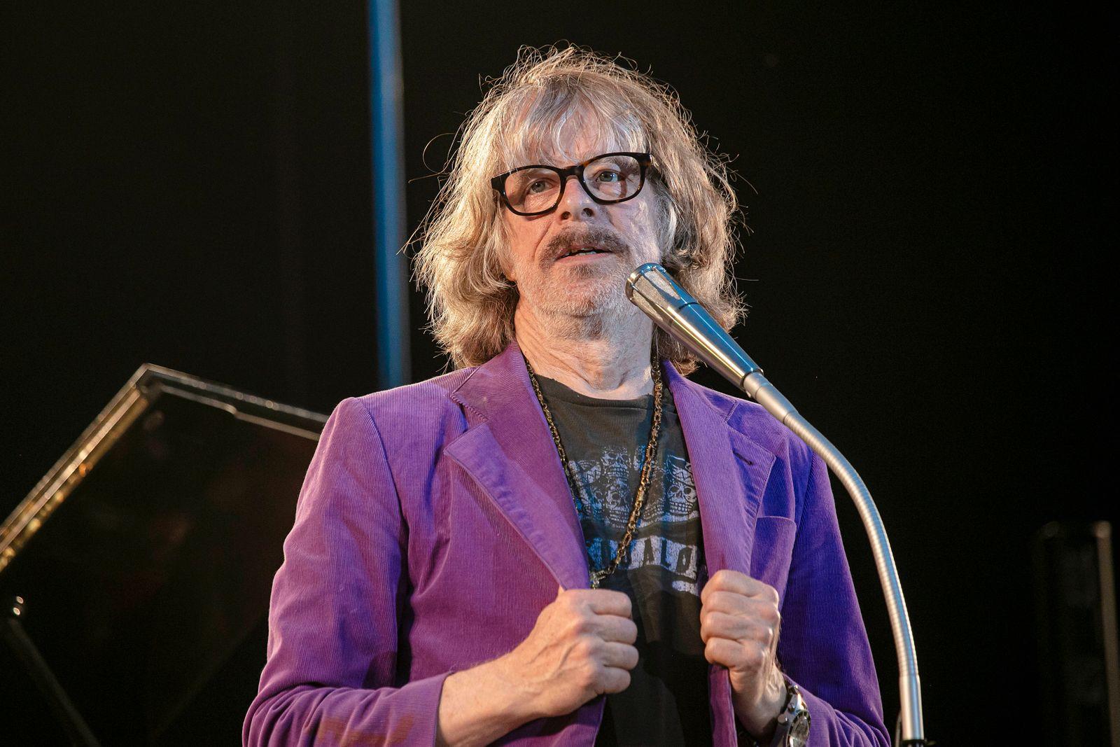 Komiker und Multiinstrumentalist Helge Schneider (65) während seines Auftrittes mit dem Programm Let s Lach im Rahmen de