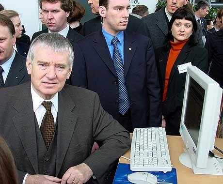 Schily auf der CeBit: Der Minister möchte mitlesen