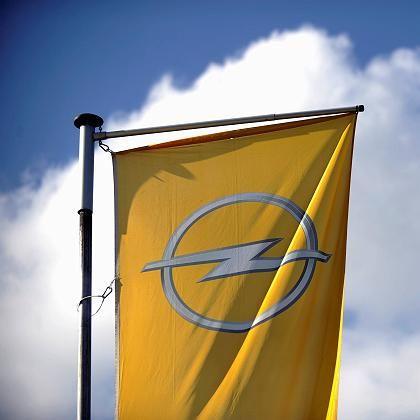Opel-Fahne in Bochum: Autobauer hofft auf privaten Investor