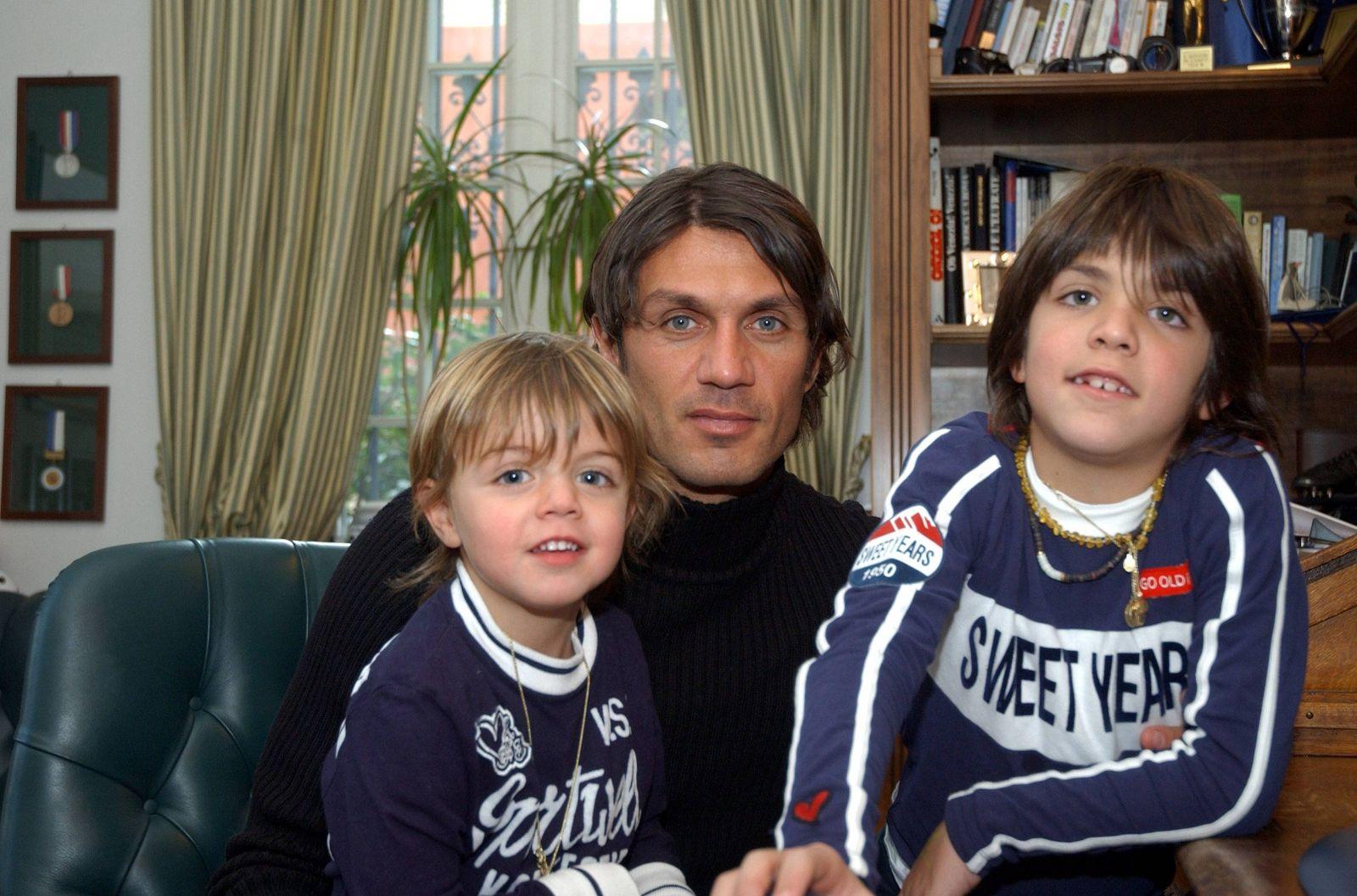 Paolo Maldini Italien AC Mailand mit den Kindern Christian und Daniel PUBLICATIONxNOTxINxITA