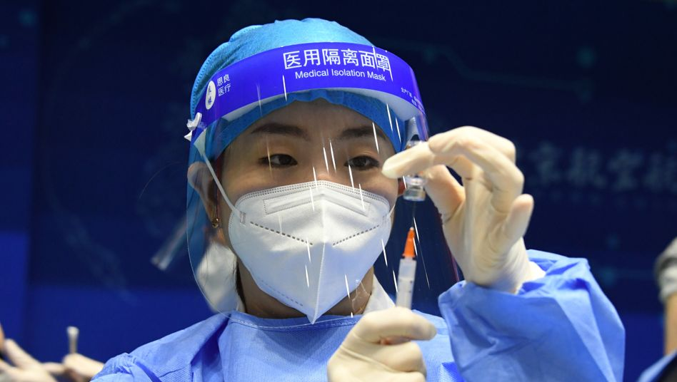 Vorbereitung einer Coronaimpfung an der Beihang-Universität