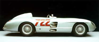 Mercedes Silberpfeil 300 SLR: Mit diesem Auto - die Startnummer verweist auf die Startzeit um 7.22 Uhr - gewann Stirling Moss 1955 die Mille Miglia in der Fabelzeit von 10 Stunden, 7 Minuten und 48 Sekunden