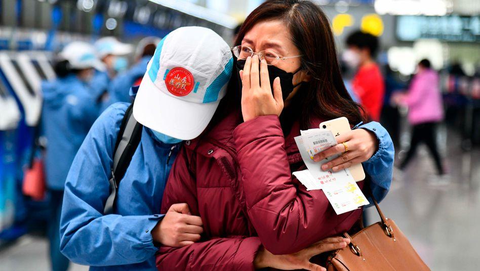 Ärzte am Flughafen von Shinan (chinesische Provinz Shandong): Andere Schutzstrategien als bei Sars notwendig
