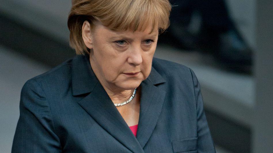 Merkel im Bundestag: SPD-Politiker thematisiert den Familienstatus der Kanzlerin