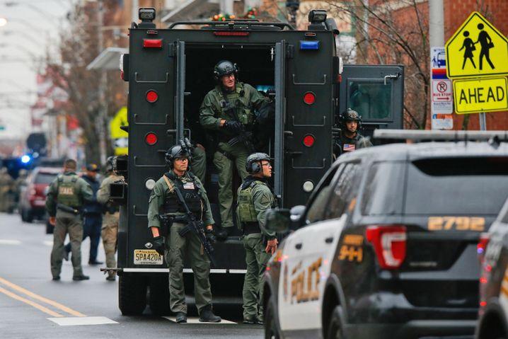 Stundenlanges Feuergefecht: Spezialkommandos in Jersey City