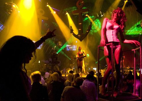 """Clubs use 150 times the power of normal households. New nightclubs in Rotterdam and London are harnessing human power to light """"eco-clubs."""""""