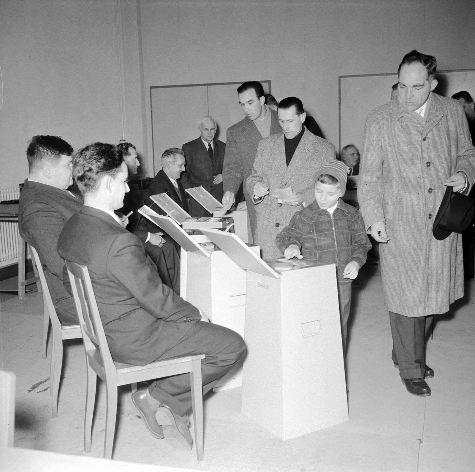 Urnengang zur 1. Eidgenössischen Abstimmung über das Frauenstimmrecht 1959