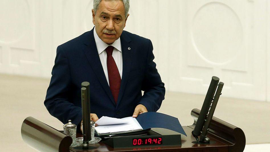 """Vizepremier Arinc im türkischen Parlament: """"Sie als Frau, seien Sie still!"""""""