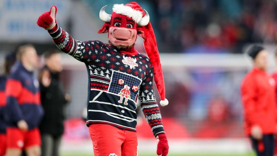 Leipzigs Maskottchen Bulli konnte in der Hinrunde 37 Punkte und Platz eins für RB bejubeln