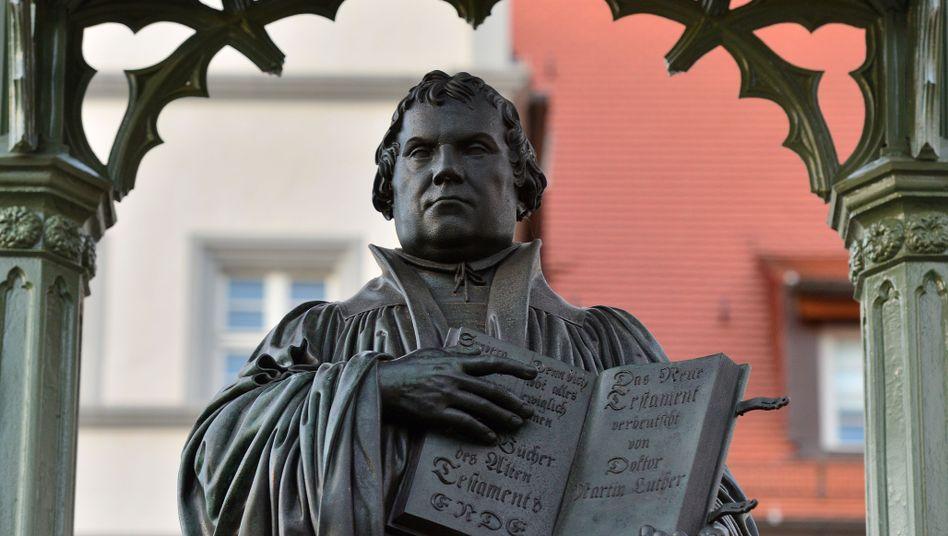 Martin-Luther-Denkmal auf dem Marktplatz von Wittenberg (Sachsen-Anhalt)