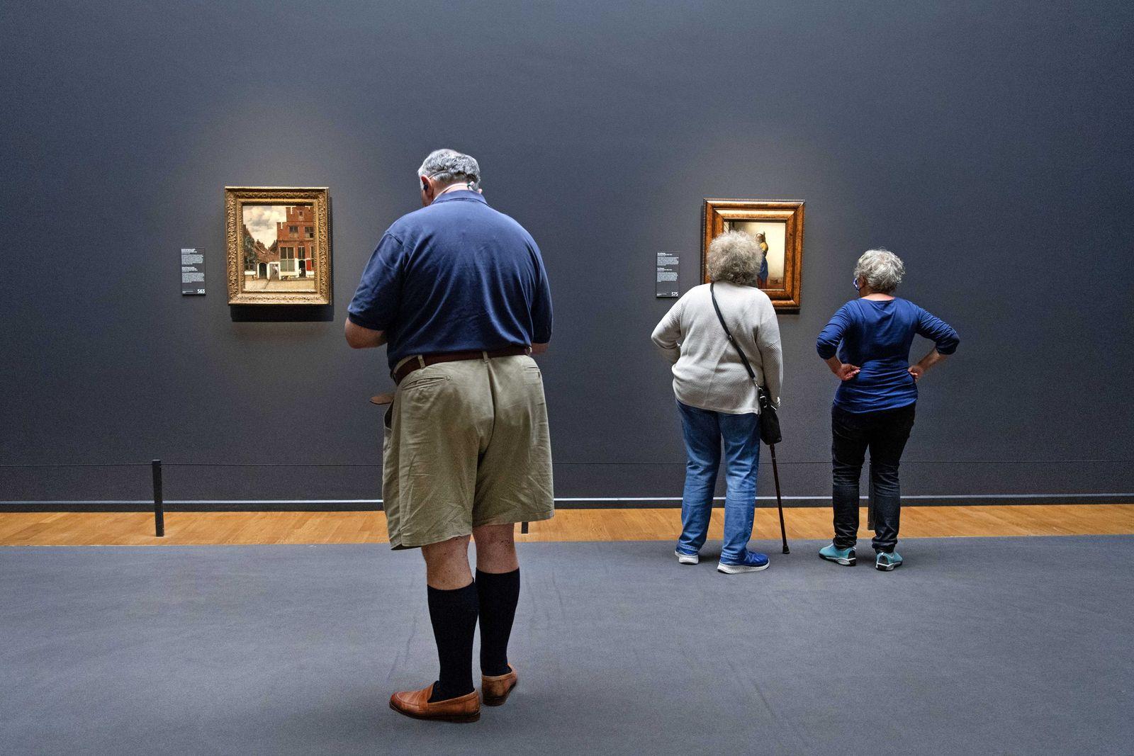 Van Engelshoven opens Rijksmuseum and Hermitage Amsterdam