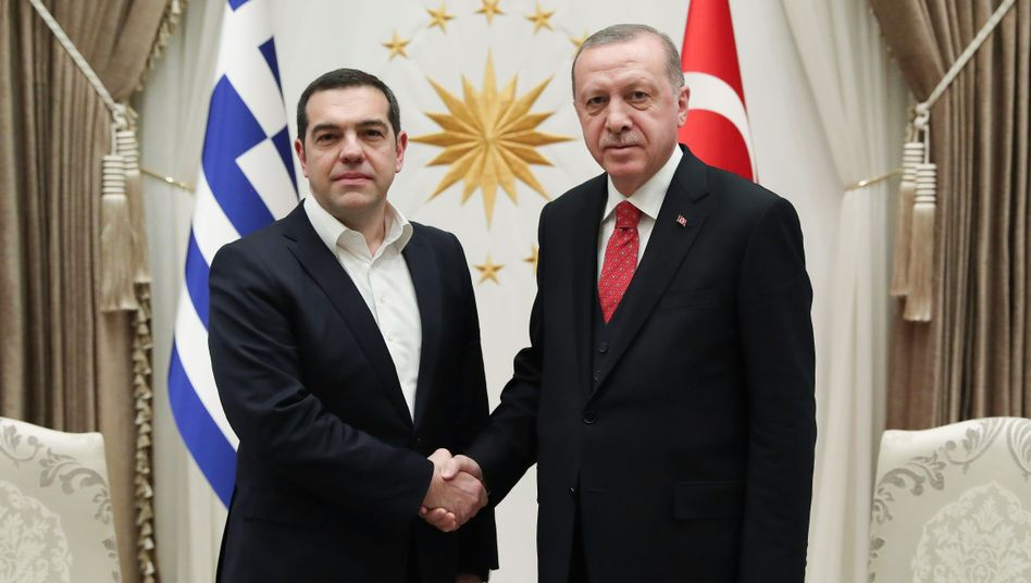 Recep Tayyip Erdogan (r.), Alexis Tsipras