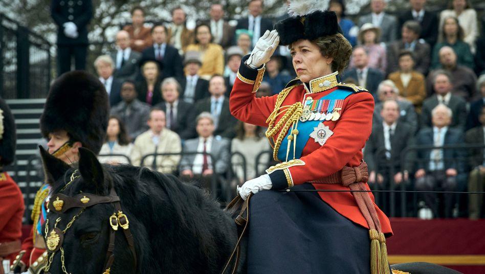 "Olivia Colman als Queen Elizabeth II. in ""The Crown: ""Würde jeden respektablen Stabsfeldwebel verrückt machen"""