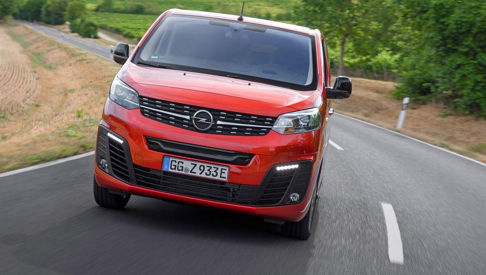 """Ein """"Elektroauto für kühle Rechner"""" soll der Opel Zafira E sein. Jetzt heißt es also scharf kalkulieren."""