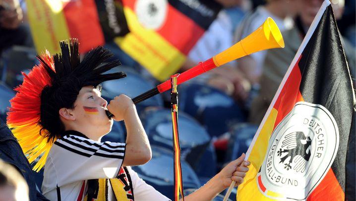 DFB-Test gegen Bosnien: Lahm trifft einfach, Schweinsteiger doppelt