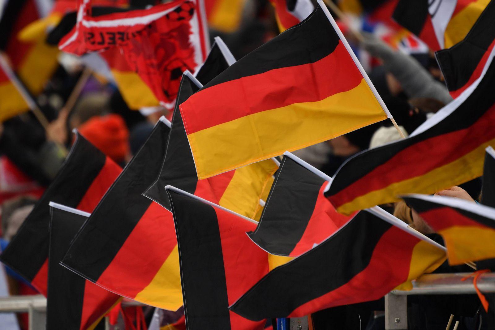 EINMALIGE VERWENDUNG Schwarz-rot-goldene Fahne