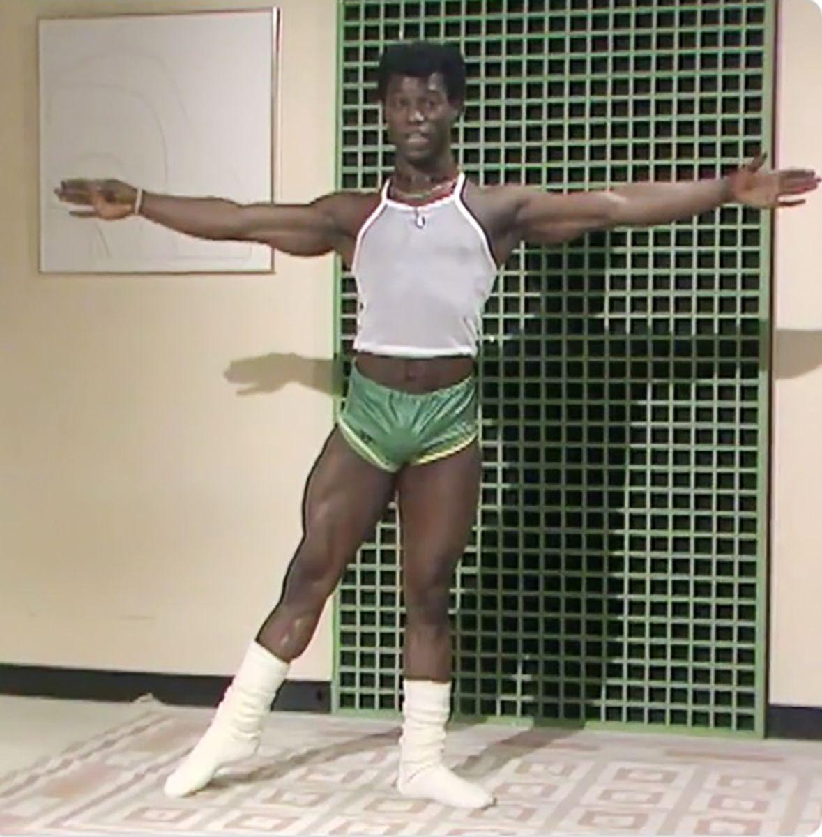 """Tony Briggs während seiner Fitness-Darbietung """"Twice as Fit"""" im BBC-Frühstücksfernsehen, 1983"""