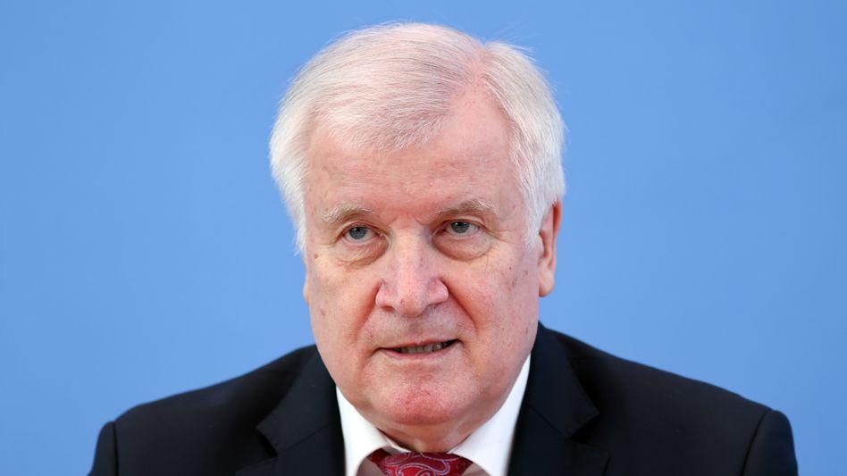 Innenminister Seehofer: »Erste Priorität ist die Versorgung in den Nachbarländern«