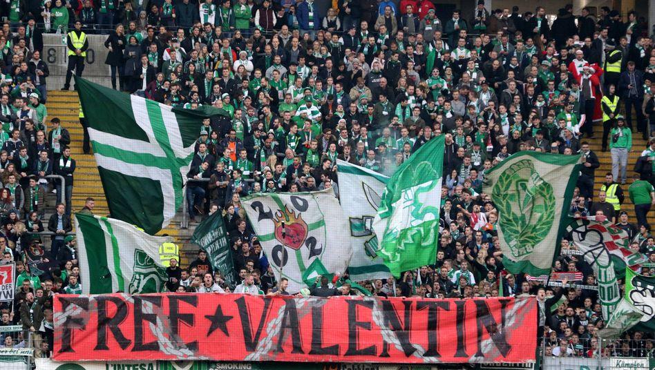 """Werder-Fans fordern """"Freiheit für Valentin"""" (beim Spiel gegen Frankfurt am 19. Dezember)"""