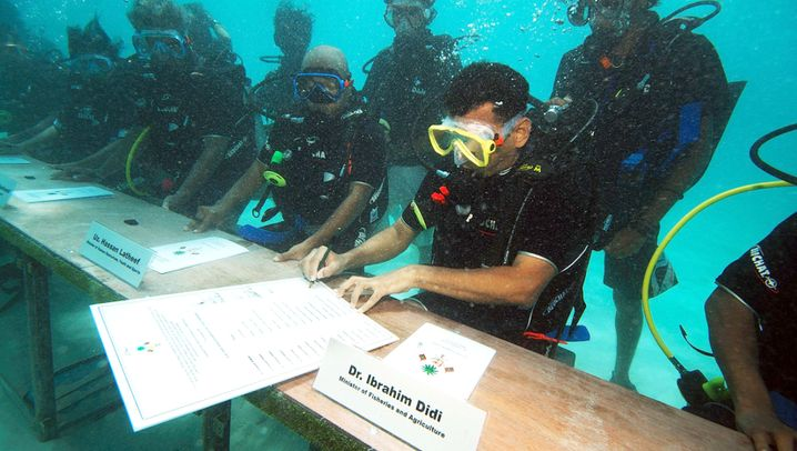 Photo Gallery: Maldives President Battles Climate Change