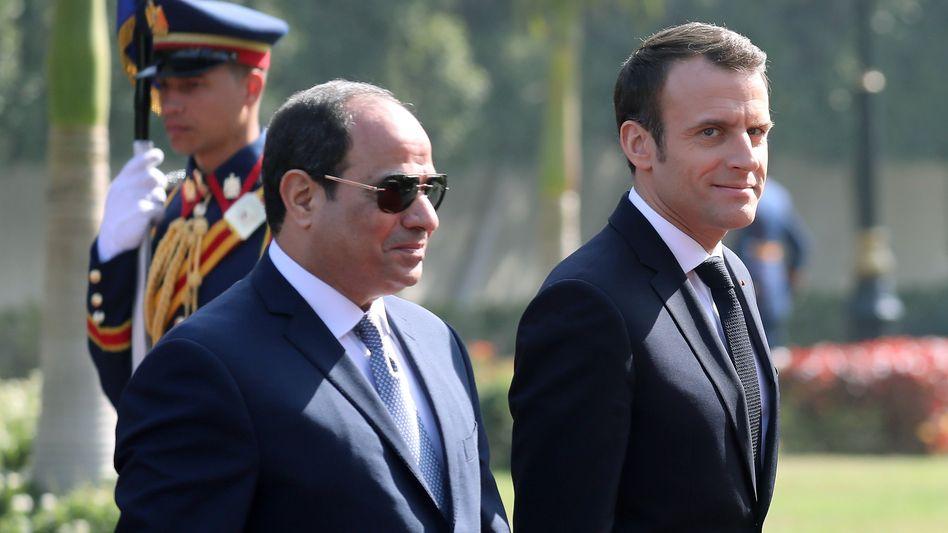 Abdel Fattah al-Sisi und Emmanuel Macron bei einem Empfang in Kairo 2019