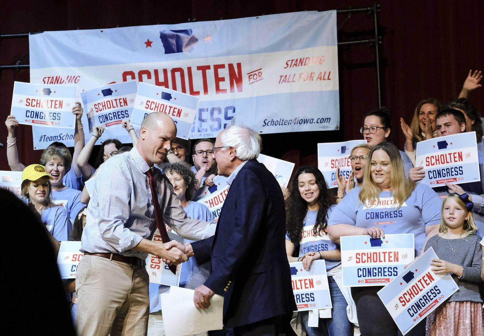EINMALIGE VERWENDUNG J.D. Scholten/ Bernie Sanders/ Midterms/ Iowa/ USA