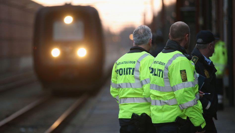Polizisten im dänischen Padborg: Künftig strengere Regeln für Asylbewerber