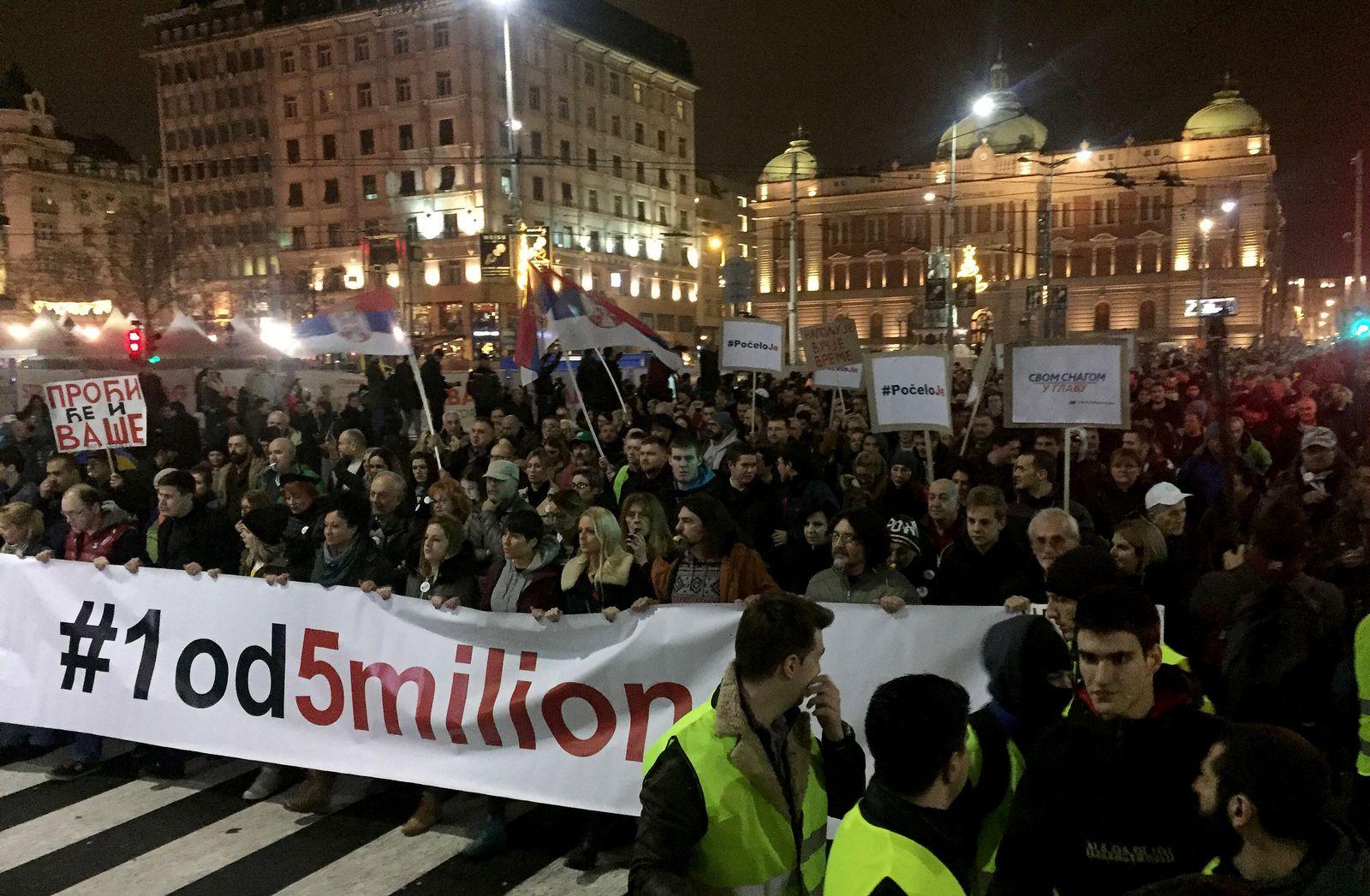 Tausende demonstrieren in Belgrad gegen Regierung
