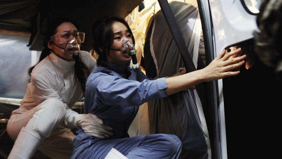 """""""Pandemie""""-Hauptdarstellerin Soo Ae (vorne): Tapfere Virologin im Kampf gegen die Seuche"""